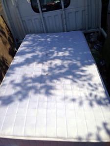 福岡市内でベッドマットレスの回収写真