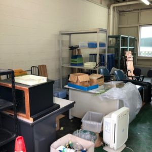 【福岡市博多区】事務机、キャビネット、スチール製の什器等の回収